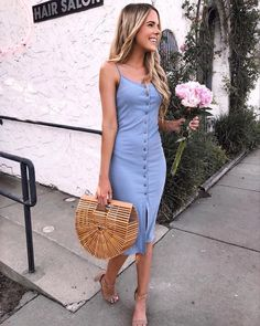 Outfits that look extraordinary are what every woman wants. These Stunning Outfits for Hourglass Body Shaped Women will tell you how to flaunt your curves. Casual Summer Outfits, Classy Outfits, Outfits For Teens, Spring Outfits, Trendy Outfits, Cute Outfits, Summer Dresses, Summer Brunch Outfit, Summer Clothes