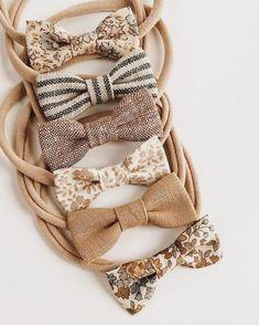 Cute bows for baby Baby Girl Hairstyles Baby Bows Cute Baby Girl Bows, Baby Girl Headbands, Girls Bows, Fashion Headbands, Baby Girls, Baby Hair Ties, Vintage Headbands, Vintage Baby Clothes, Headband Styles
