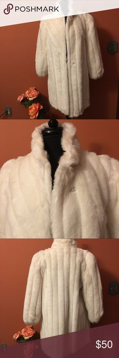Vintage Faux Fur Coat💋💋💋 Size 11/12, Off White, Vintace Chic Faux Fur Coat, fully lined, hook closures OUTERLAYERS Jackets & Coats
