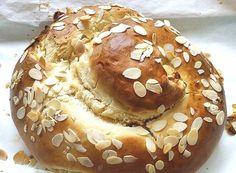 Als ich kürzlich irgendwo auf Pinterest ein Bild der wunderschönen Marzipan-Challah von Molly Yeh sah, war klar: sowas will ich auch. Allerdings habe ich am Rezept ein paar kleine Veränderungen vor…