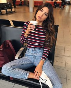 Take a look at 25 best airport style winter outfits to copy to your next flight in the photos below and get ideas for your own outfits! Beyond obsessed with this look like a comfy and cute outfit for flying. Look Fashion, Teen Fashion, Autumn Fashion, Fashion Outfits, Womens Fashion, Hipster Fashion, Latest Fashion, Hipster Style Girl, Winter Fashion Street Style