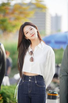 Kim Sae Ron flaunts her beauty in behind-the-scenes photos! Korean Actresses, Actors & Actresses, Kim And Ron, Yg Artist, High School Love, Beauty Full Girl, Asian Celebrities, Scene Photo, Beautiful Smile