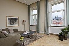 Dominantu interiéru tvoří výhled na panorama Pražského hradu.