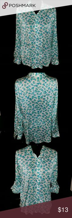 Ann Taylor size S button down shirt Cute shirt, long sleeves, also has sleeves roll up tabs hence can be worn as 3/4 sleeves too. No trades 20 % OFF with 3 plus bundles. Ann Taylor Tops Blouses