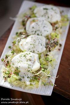Jajka w sosie czosnkowym Raw Food Recipes, Healthy Recipes, Healthy Snacks, Healthy Eating, Food Platters, Savoury Dishes, Food Videos, Food Inspiration, Food To Make