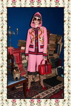 See all the Collection photos from Gucci Autumn/Winter 2017 Pre-Fall now on British Vogue Gucci Pre Fall 2017, Gucci 2017, Gucci Spring, Fashion 2017, Love Fashion, Fashion Show, Runway Fashion, Moncler, Winter 2017