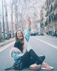 Poses, Foto Madrid, Famous Youtubers, Casino Outfit, Black White, Street Photo, Tumblr Girls, Women's Fashion Dresses, Outfits For Teens