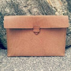 Leather Caramel Clutch #craft #onlineshop #leathercraft #etsy #leather #diy #handstitched #handmade #design #keycase #hongkong #sell #tailoring