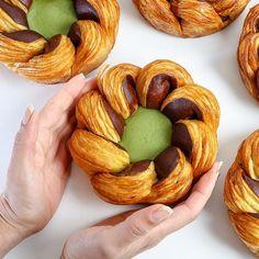 Rosace chocolat pistache en pâte à croissant sans gluten...Comme M. Olivier MAGNE MOF... Mon livre de Boulangerie sans gluten sur/ www.xavier-sterke.com