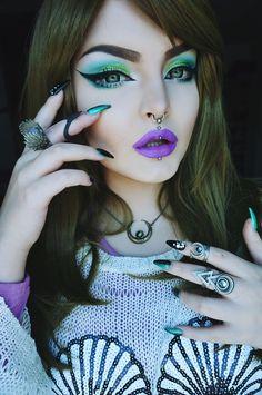 by Rose Shock / Green makeup / Purple lips