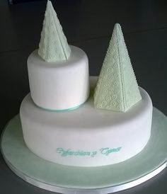 Stacked Run-Out Cake with Piping