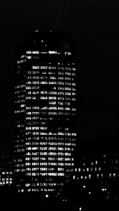 Building . Lights . Architecture . Night | London, United King ~ Ph. Dani Carvalho