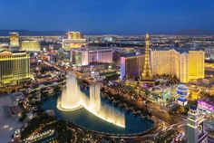 Las Vegas Hotel Tips. Sometimes, it is necessary to stay in a Las Vegas hotel. People often are disappointed with hotel rooms because they leave out the research. Cheap Places To Travel, Places To Go, Weekend Trips, Weekend Getaways, Long Weekend, Nevada, Orlando, Vegas Skyline, Visit Las Vegas