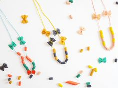 Collares hechos con Pasta Pastas Necklaces by La maison de Loulou with Lait Fraise Mag Crafts For Girls, Diy For Kids, Crafts To Make, Pasta Crafts, Egg Carton Crafts, Colourful Balloons, Craft Activities For Kids, Painting For Kids, Diamond Are A Girls Best Friend