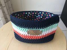 Scrap Yarn Projects {Quick gift ideas you can crochet with leftover yarn! Scrap Yarn Crochet, Wire Crochet, Tapestry Crochet, Knitting Yarn, Crochet Hooks, Yarn Projects, Knitting Projects, Crochet Projects, Crochet Handbags