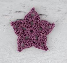 Adorable and quick crochet crochet star pattern is fun to make! #crochetstar #starcrochetpattern #crochetstars #crochetstarpattern #crochet365knittoo Free Crochet Snowflake Patterns, Crochet Dolls Free Patterns, Crochet Stars, Crochet Snowflakes, Crochet Angels, Crochet Santa Hat, Crochet Baby Hats, Blanket Crochet, Crochet Crafts