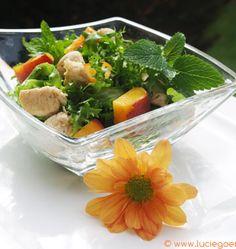 Salade de pêches et poulet aux jus d'agrumes et à la mélisse, la recette d'Ôdélices : retrouvez les ingrédients, la préparation, des recettes similaires et des photos qui donnent envie !