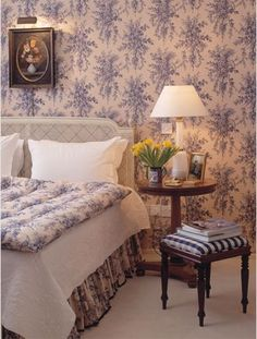 Mark Gillette: blue toile and checks Country Cottage Bedroom, Old Cottage, Country Bedrooms, White Bedrooms, Cottage Ideas, Hunting Lodge Interiors, Home Bedroom, Bedroom Decor, Interior Styling