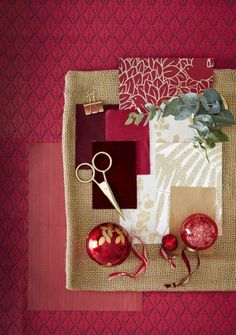 43 Exciting Red And Gold Christmas Decor Ideas. If you are searching for fun, new Christmas tree decorating ideas then you should check out some of the terrific suggestions listed below. Gold Christmas Decorations, Unique Christmas Trees, Christmas Colors, Holiday Decor, Christmas 2019, Diy Christmas, Colored Christmas Lights, Holiday Lights, Unique Tree Toppers