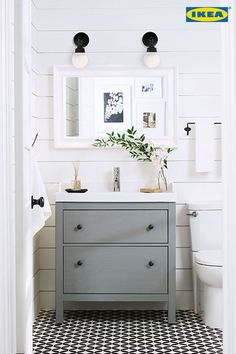 60 coole Bauernhaus Powder Room Design-Ideen mit rustikalen - Farmhouse Decor - Home Decor - Accents Accessories - Badezimmer Downstairs Bathroom, Bathroom Renos, Bathroom Ideas, Ikea Bathroom Vanity, White Bathroom, Bathroom Designs, Shiplap Bathroom, Bathroom Colors, Bathroom Renovations