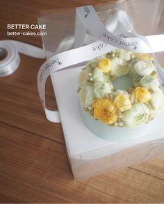 Done by student of Better class (베러 정규클래스/Regular class) www.better-cakes.com . Inquiry : bettercakes@naver.com  #buttercream#cake#베이킹#baking#bettercake#like#버터크림케이크#베러케익#koreanbuttercream#flowers#꽃#sweet#플라워케익#foodporn#birthday#wedding#디저트#bettercake#dessert#버터크림플라워케이크#follow#food#koreancake#beautiful#flowerstagram#instacake#공방#꽃스타그램#베이킹클래스#instafood