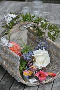 Fresh cut flowers from our flower garden for todays floral arrangements Simply Beautiful, Beautiful World, Beautiful Flowers, Bouquet Champetre, Vibeke Design, Arte Floral, Country Charm, Color Rosa, Flower Basket