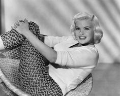 Jayne Mansfield, circa relaxing in a white v-neck sweater and patterned pants. Mansfield looks beautiful and I really like the pants she is wearing in this picture. Jayne Mansfield, 1950s Hairstyles, Vintage Hairstyles, Pretty Hairstyles, Ear Hair Trimmer, Thing 1, Hair Styles 2014, Retro Waves, Pin Curls