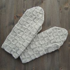 Knit mittens, free pattern Fingerless Mittens, Knit Mittens, Wrist Warmers, Free Pattern, Knitting Patterns, Projects To Try, Inspiration, Chopsticks, Tejidos