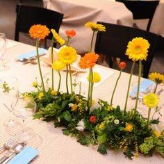 ゲストのテーブル(長方形の向かい合って座るテーブルレイアウトの場合)|アーマ・テラスの写真(437257) Wedding Guest Table, Tent Wedding, Flower Decorations, Wedding Decorations, Table Decorations, Event Planning Tips, Space Wedding, Event Lighting, Wedding Event Planner