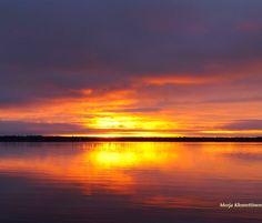 Koko päivän ollut harmaata ja pilvistä. Juuri ennen #auringonlasku 'a #taivas aukeni. #luonto #valokuvaus #Oulu