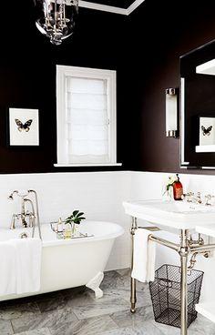Haøf wall black and white, bathtub, marble/stone floor