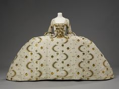 Mantua    Place of origin:  England, Britain (made)   France (woven)    Date:  1755-1760 (made)   1753-1755 (woven)