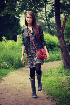Sasha — Кожаная куртка Zolla, Сапоги Hunter, Сумка Accesorize, Платье brandy melville