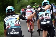 @grahamwatson10 Maxime Bouet bent to the task of giving Rigoberto Uran a bottle today...