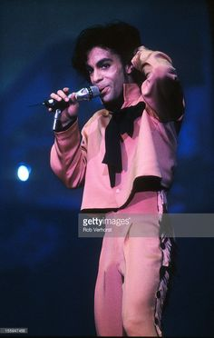 Prince performs on stage on his Sign 'o' the Times Tour, Nieuw Galgerwaard…