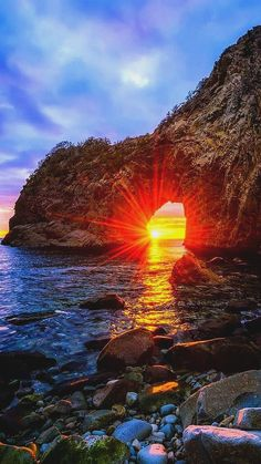 reisen bilder Sunshine behind the rock formations along the beach water - # behind Professional Photo Albums . Amazing Photography, Landscape Photography, Nature Photography, Landscape Pics, Photography Lessons, Beautiful Places, Beautiful Pictures, Beautiful Scenery, Image Nature