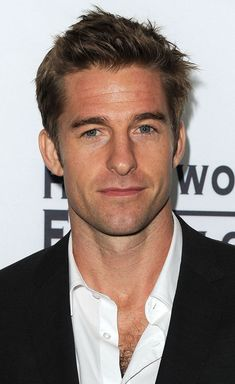 Textured and Messy, Hot Haircuts for Men. Actor Scott Speedman pulls of this very neat bed head look. Brody Jenner Shirtless, Scott Speedman, Hot Haircuts, Thing 1, Good Looking Men, Man Crush, Gorgeous Men, Cute Guys, Celebrity Crush