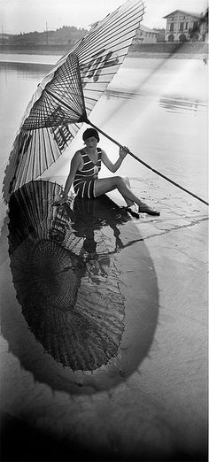 She's thoroughly - beautifully - protected from the sun. #vintage #1920s #umbrella #flapper #beach #summer