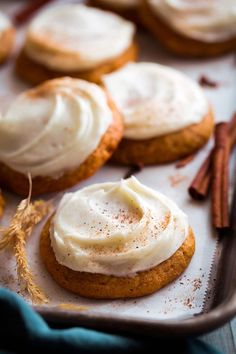Mexican Dessert Recipes Discover Pumpkin Cookies with Cream Cheese Frosting - Cooking Classy Soft autumn-spice filled pumpkin cookies crowned with a sweet and rich cream cheese frosting. Always sure to leave everyone craving more! Köstliche Desserts, Delicious Desserts, Dessert Recipes, Yummy Food, Autumn Desserts, Dessert Food, Recipes Dinner, Healthy Desserts, Cream Cheese Cookies