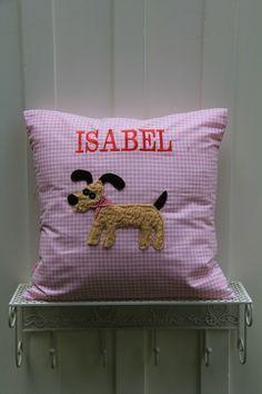 ♥ Herzilein Wien ♥ Wuffrosa #herzileinwien #geschenkideen Throw Pillows, Bed, Embroidery, Toss Pillows, Cushions, Stream Bed, Decorative Pillows, Beds, Decor Pillows