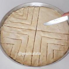 """6,993 Beğenme, 83 Yorum - Instagram'da Yesilsalata (@yesilsalata): """"Tadı lezzetinde saklı bir lezzet 😋😋😋 Tam mevsiminde bu lezzeti denemelisiniz. Benim en çok yaptığım…"""" Arabic Food, Tea Party, Food To Make, Easy Meals, Brunch, Cake, Desserts, Recipes, Pie Crusts"""