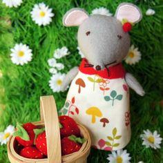 Gorgeous little plushy mouse by @Folksy seller BellaBobbin