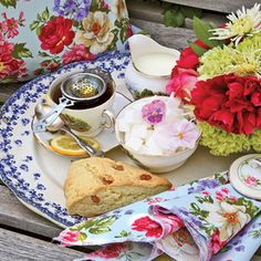 tea party floral napkins, to make your own super quickly, just cut each square of fabric with pinking shears.