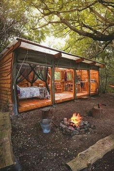 All I Need is a Little Cabin in the Woods Photos) - Suburban Men Small Tiny House, Tiny House Cabin, Tiny House Living, Tiny House Design, Cabin Homes, Tiny Homes, Dream Homes, Farm House, Living Room