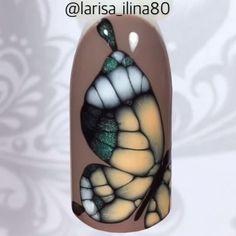 """#Repost @larisa_ilina80 ・・・ МК по дизайну ногтей в технике Waterway на материалах Nano Professional. 1. Покрываем ноготь гель-лаком Nanlac 1604, полимеризуем в лампе 1-2 минуты. 2. Гелем 5012 """"Маленькое чёрное платье"""" прорисовываем тело крыла. Не сушим! 3. Гель-лаками Nanlac 2094, 1200, 3001 ставим небольшие капельки, ждём пока гель-лак растечется, создавая необходимые переходы оттенков. Промангничиваем. Полимеризуем в лампе 1-2 минуты. Тоже самое повторяем с другими элементами. 4. Гелем…"""