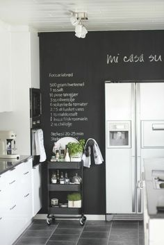 Kitchen chalkboard wall in black & white kitchen