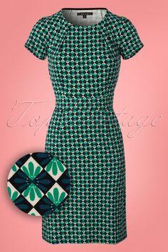 Dieses 60s Mona Mazapan Dress in Green ist genau das was man von einem retro Traum erwartet!Kann man uns zurück in die farbenfrohen 60er bringen? Kein Problem mit diesem wundervollen A-Linie-Kleid von King Louie, denn sobald du dieses Kleid siehst und trägst, fühlst du dich wie in den 60s! Die klassische, runde Halslinie mit Faltenlegung und die kurzen Ärmel machen aus diesem Kleid einen echten Blickfang ;-) Der breite Taillenbund wird deine Taille extra betonen und hat eine schmeichelnde…
