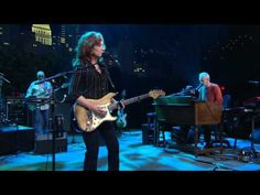 "Bonnie Raitt on Austin City Limits ""Used to Rule the World"""