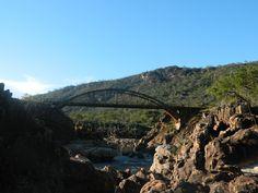 Ponte situada próxima ao distrito de Extração, construída na década de 30, no local onde se encontram os Rios Jequitinhonha Preto e Jequitinhonha Branco.