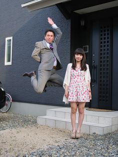 Photos: Jumping Japanese businessmen show their daughters how to defy stereotypes – Quartz